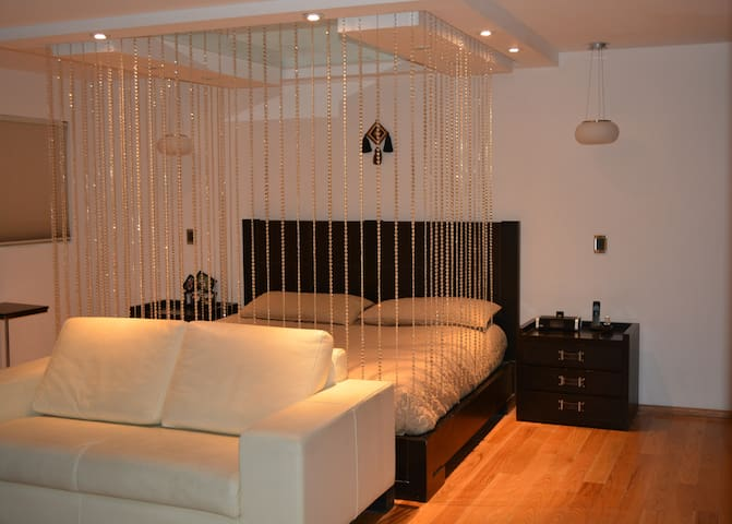 Romantic room with bathroom+jacuzzi in secure area
