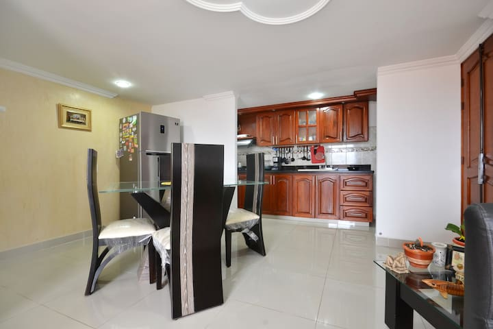 Adriana house habitación en sector céntrico. - Medellín - Apartment