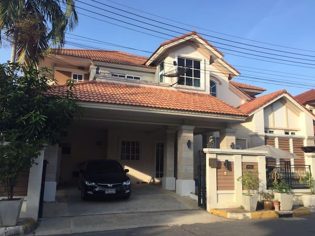 BannDao set in an ideal location - Lam Luk Ka