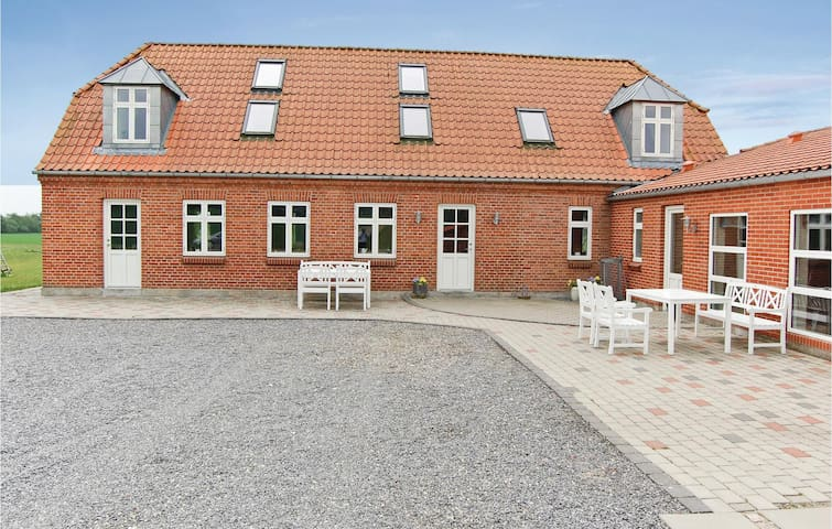 Holiday cottage with 7 bedrooms on 440m² in Grindsted
