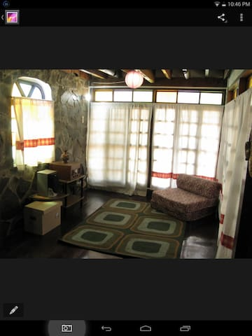 a cabin style home in a rural town - Angono - Penzion (B&B)