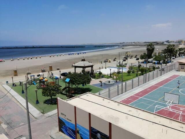 Minnie Depa a 10 metros del Mar Silvana's beach