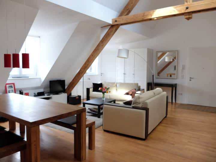 Large, Bright and Quiet Loft in Central Munich