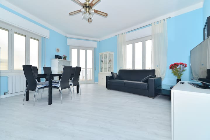 Apartment facing the sea - Santo Stefano Al Mare - Appartement