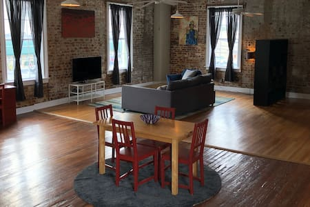 A Historical Loft , Heart Of Downtown Augusta