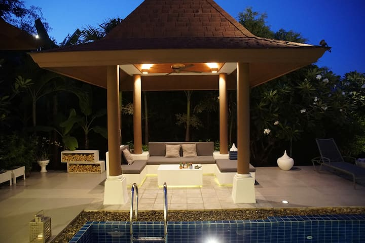 Boutique Designer Villa:  Big View, 5 min to Beach