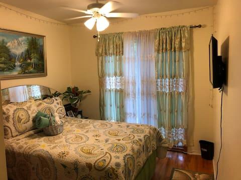 CheKell's Cozy Room #1 w/ balcony in Canarsie