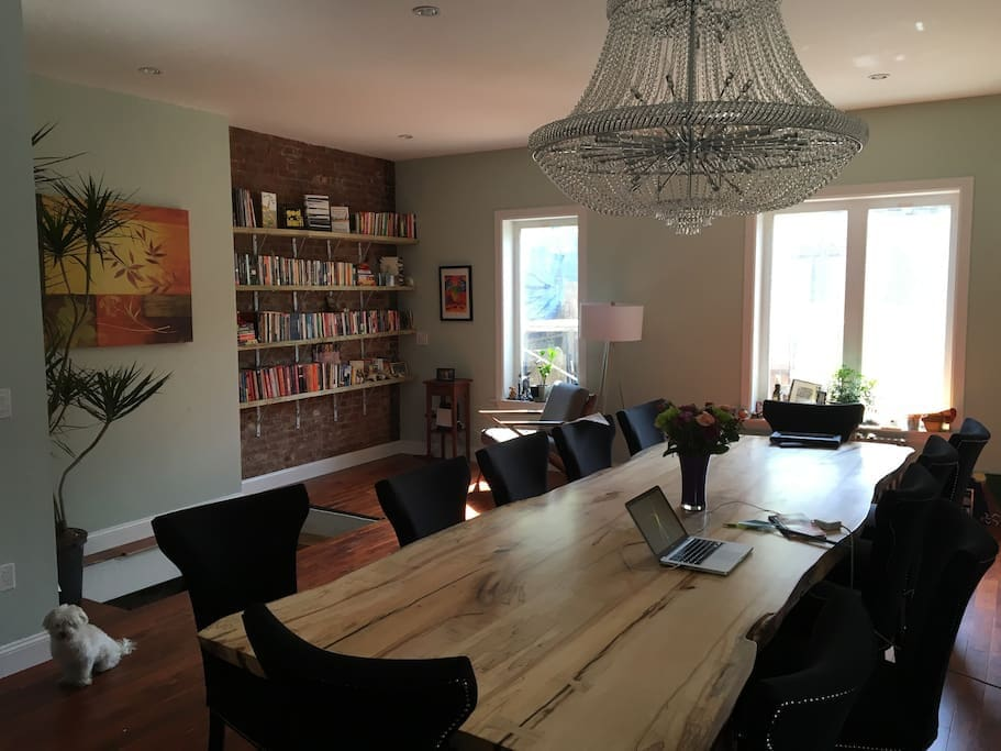 Dining room/reading area