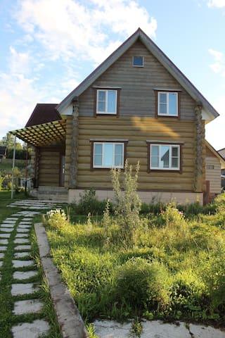 Сдам двухэтажный коттедж, Валдай, 1-я линия озера - Zimogorye - Konukevi