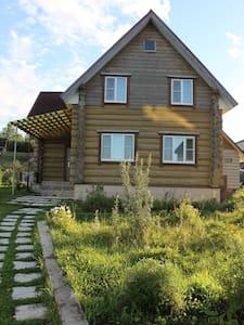 Сдам двухэтажный коттедж, Валдай, 1-я линия озера - Zimogorye - Guesthouse