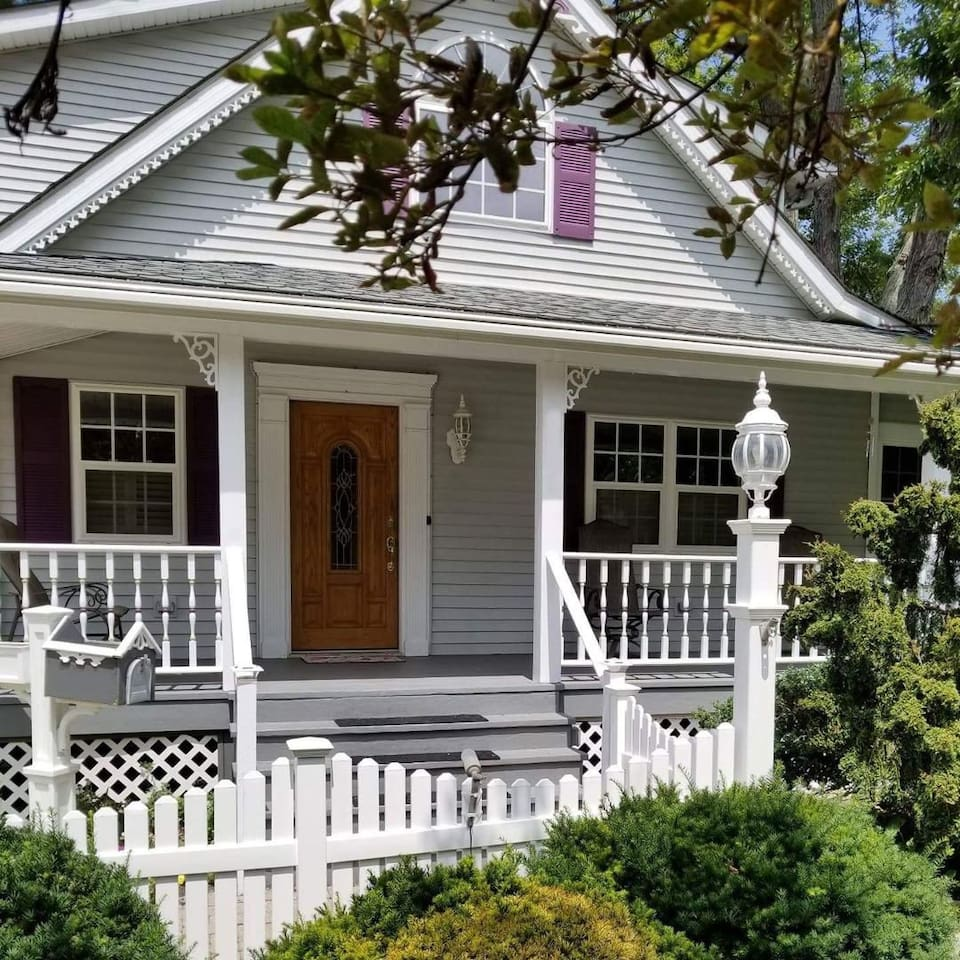 Welcome Explorer to Lambs Landing! We want to share the comfort and amenities of our family vacation home with you during your Lake Erie area explorations!  Furnished in a vintage Lake Erie style we hope you enjoy your stay in our home!