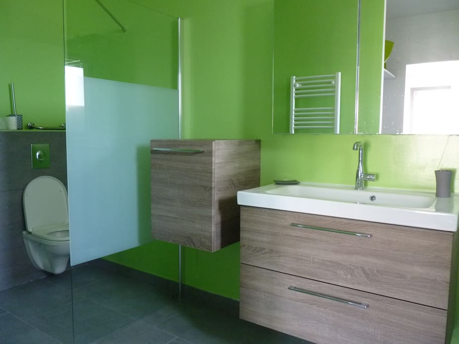 Salle de bain privée de la chambre parentale.