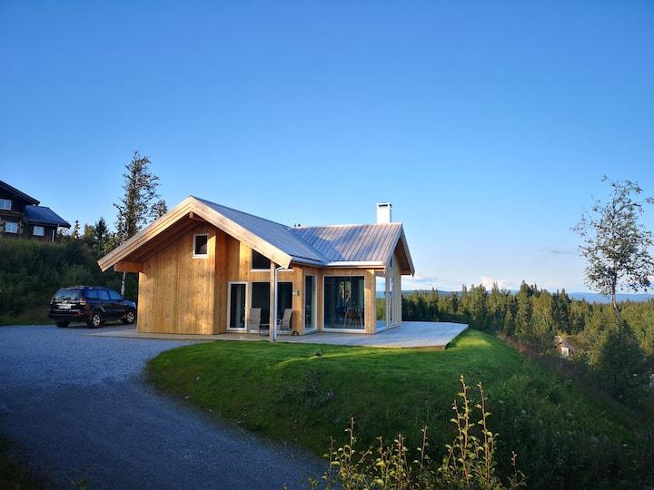 Nyoppført hytte med panoramautsikt