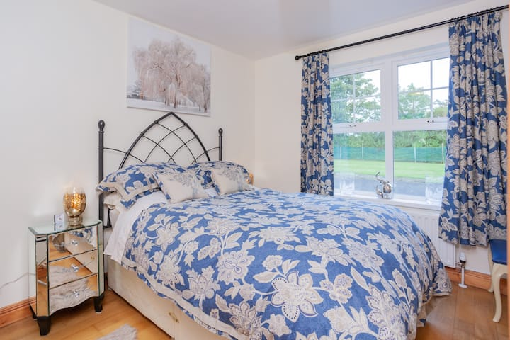 Double Room with Private adjoining Bathroom