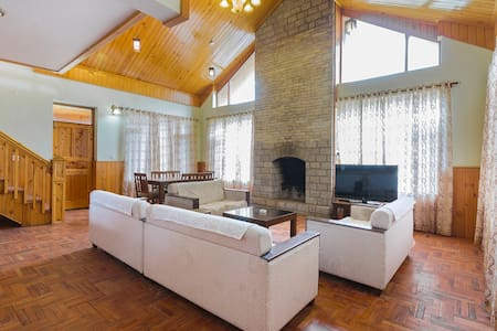 4 BHK cottage with a fireplace near Mall Road - Manali - Villa
