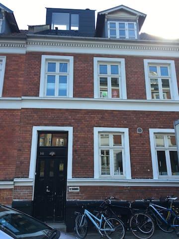 Fantastisk byhus - unik beliggenhed - Aarhus - Rumah