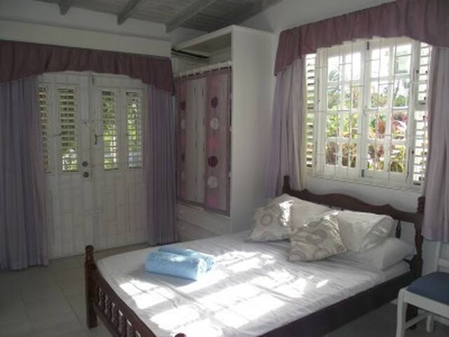 Cozy studio apartment with pool - Holetown - Daire