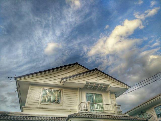 Comfort Home near Suvarnabhumi - SAMUPRAKARN - Huis