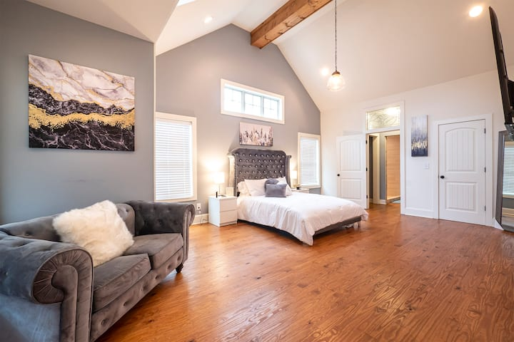 Spacious Ranch Style Home w/ Large Master Suite