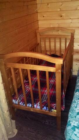 Дополнительно можно поставить детскую кровать/in addition we can put a cot