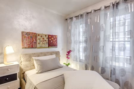 single room with private bath - Roma