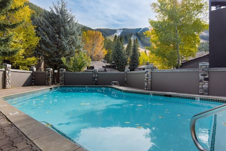 Bright ski-in/ski-out condo at the base of Warm Springs w/ shared seasonal pool!