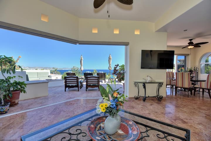 Breathtaking View! Spacious 4BR Villa Near Beach!! Free Golf Cart included!