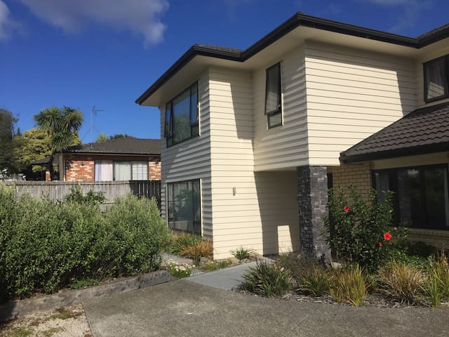 Clean and quiet room at convenient location - Auckland - Casa
