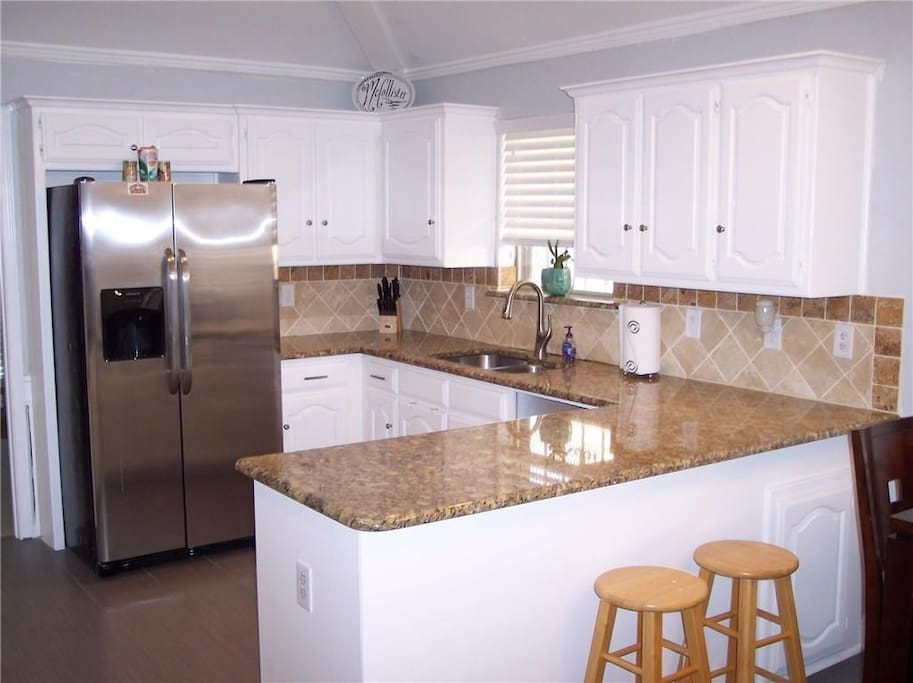 Kitchen is adjacent to the study with wireless internet!