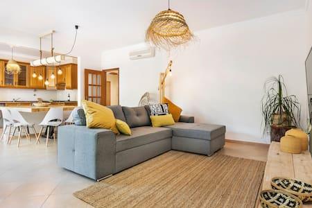 Spacious apartment in prestigious neighborhood