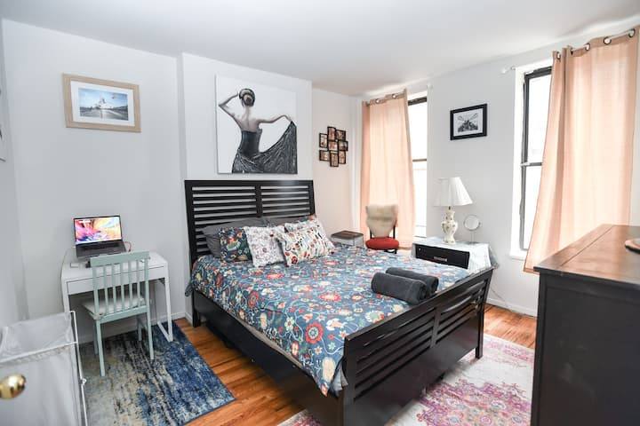 Master bedroom in Manhattan Prime area