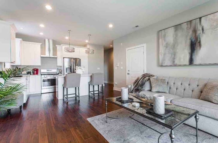 Upscale Unit Near Downtown and Medical District