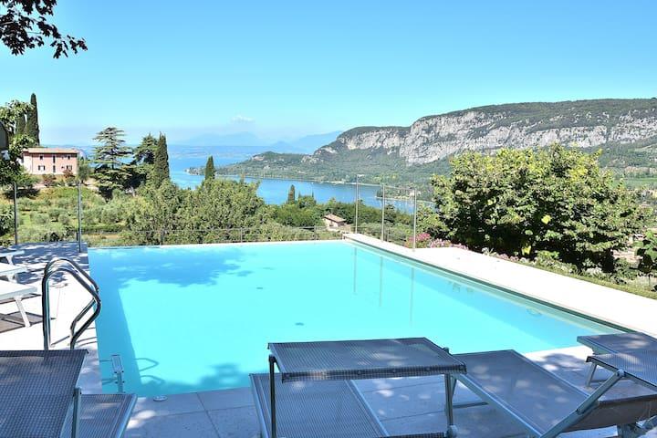 Cà Cantoni, 10 Sleeps Villa With Pool & Stunning Views In Garda