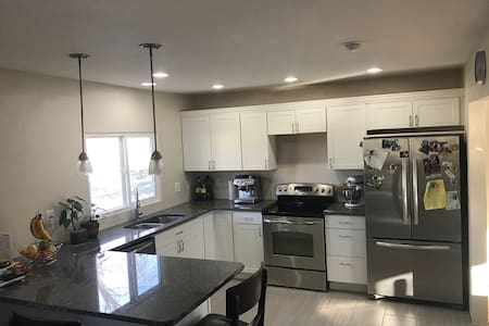 Unique oasis, newly remodeled in the heart of WDM - West Des Moines - บ้าน