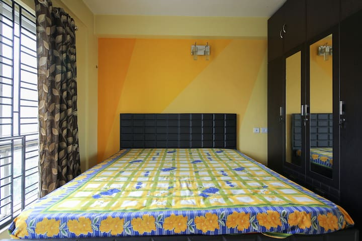 3 BHK FULLY FURNISHED AIR CONDITIONED APARTMENT - Kolkata