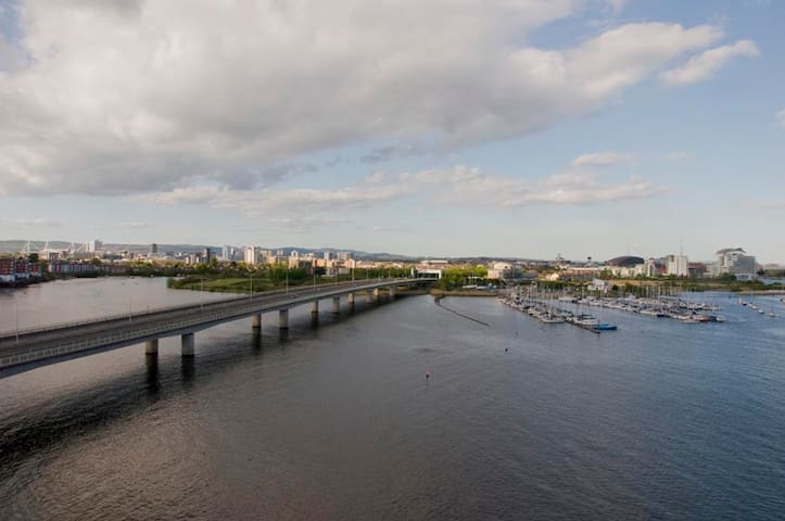 Large 2 Bedroom Flat, Beautiful Views Cardiff Bay - Cardiff - Appartement