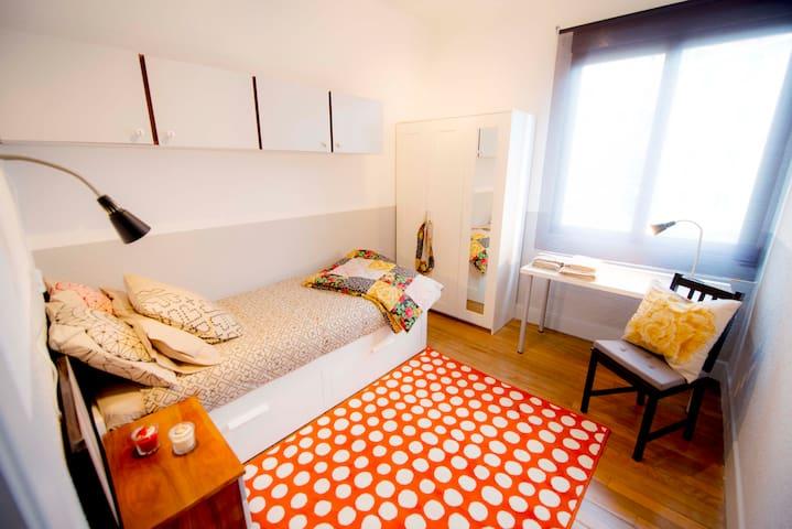 NEXT TO CITY HALL, IN SHARED ROOM C - Bilbao - Huoneisto