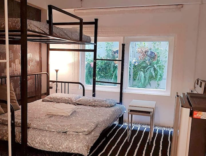 APPLE HOSTEL BANGKOK -NEW DELUXE FOR 3 PERSON