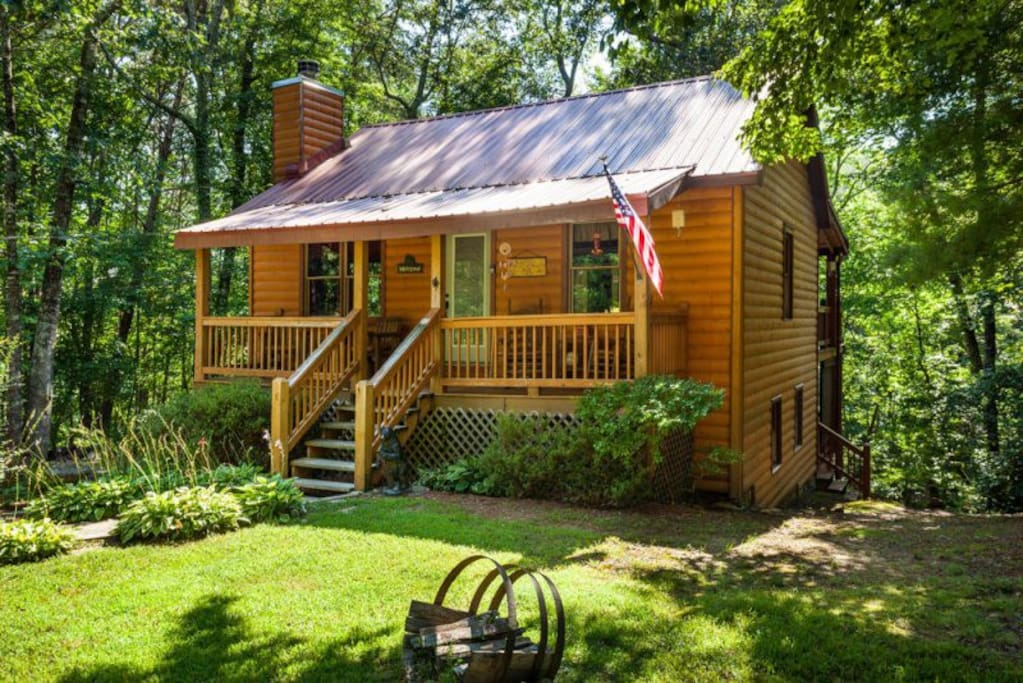Bear s den adorable cabin in woods cabins for rent in for Large cabin rentals north georgia