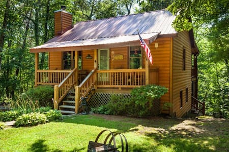 Bear`s Den  Adorable cabin in woods - Ellijay