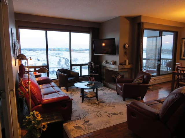 Top Floor - 270 Degree View - Calgary - Apartemen