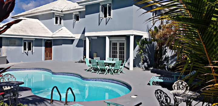 Spacious Luxury Home In Exclusive Lyford Cay