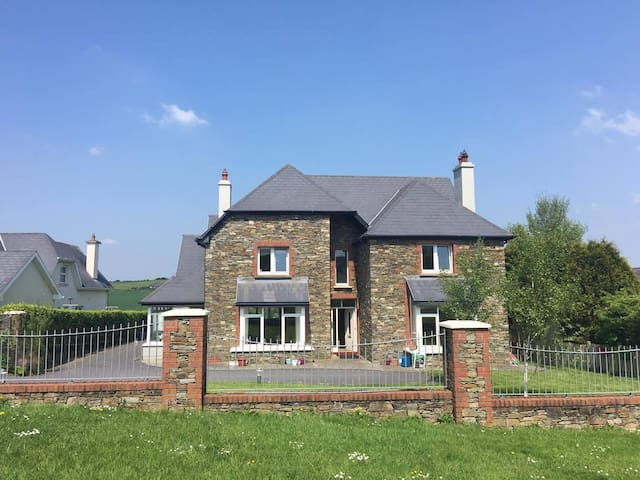 Comfortable, convenient and a family home. - Kinsale - Huis