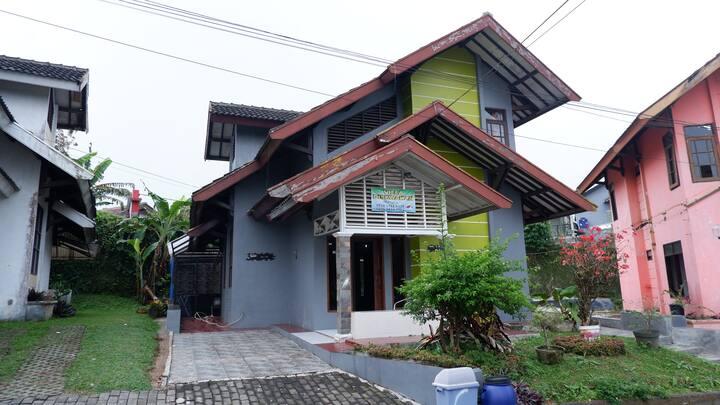 Villa Green Hill Resort, Ciherang, Puncak