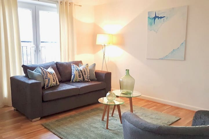 Home from Home (Sleeps 1-4) - Luxury Apartment