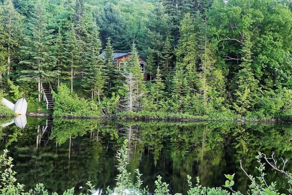 Peace. Cabin and a mirror of water.