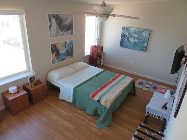 Artsy Urban Loft, Private Master Suite #2