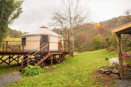 Charming Yurt on Country Farm - Marshall
