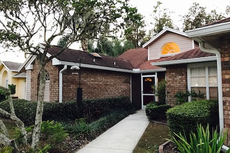Spacious, Clean, 4BD TPA pool home - Tampa