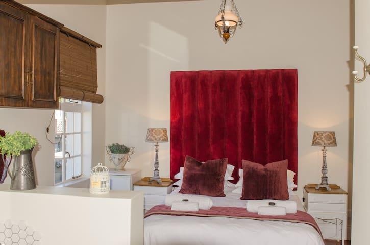 Herberg Manor Room 1